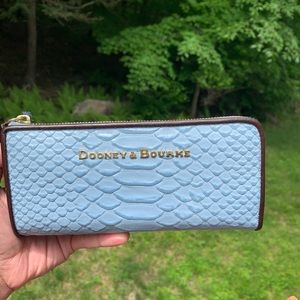 Authentic Dooney & Bourke python leather walllet🌹